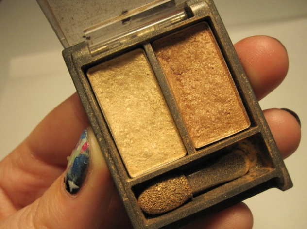 Maxfactor Colour Perfection Eyeshadow in the colour Dawning Gold